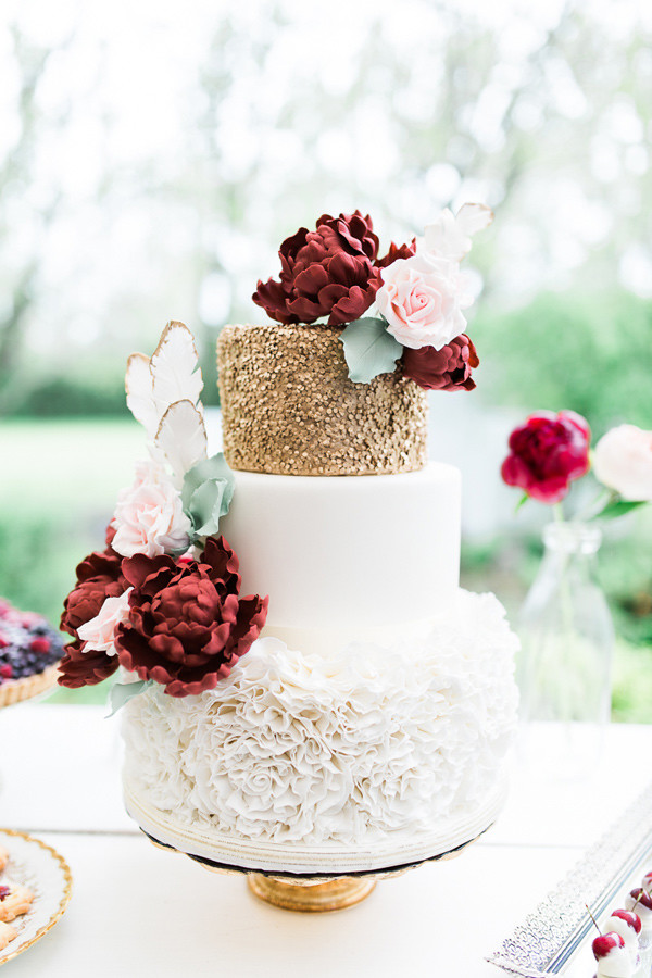 glamorous chic country style fall wedding cakes with glitter gold and deep red