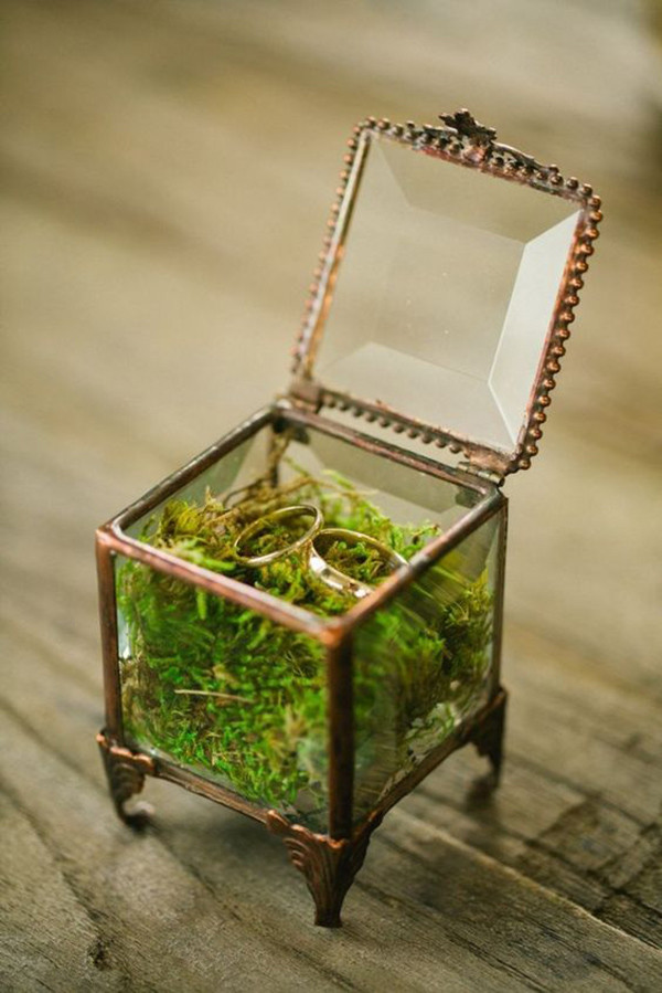 unique ring box ideas for a forest wedding