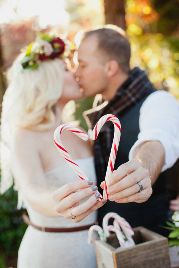 amazing photo ideas for a christmas themed wedding
