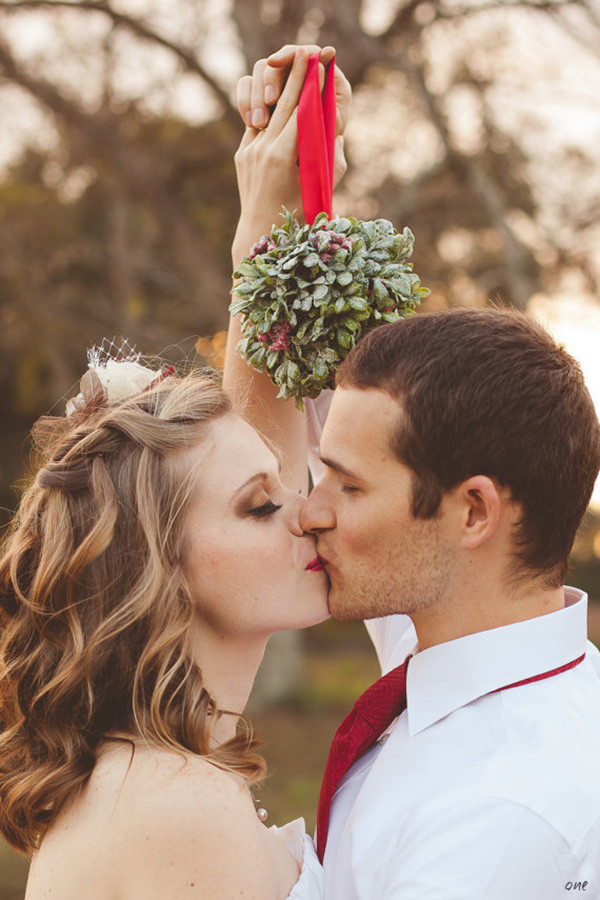 christmas inspired wedding photo ideas
