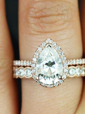 pear shaped engagement ring with diamond wedding bands