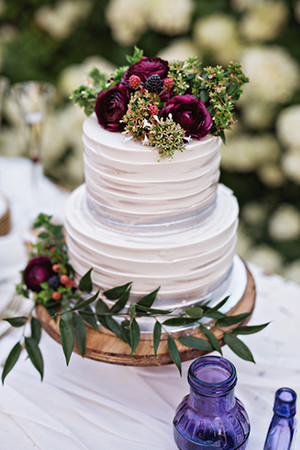 buttercream wedding cakes with floral for fall weddings