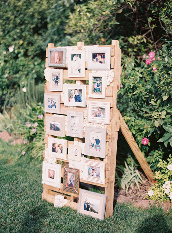 country rustic photo display ideas for outdoor weddings