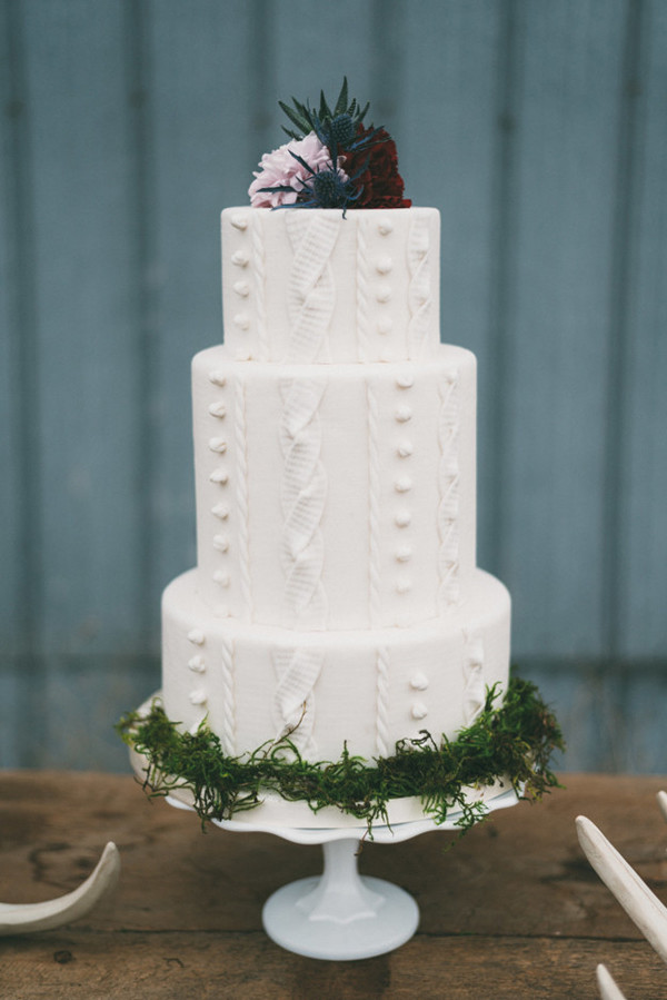 unique white and green wedding cakes for winter wedding ideas