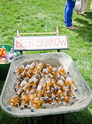 wedding bar ideas to serve drinks for backyard weddings