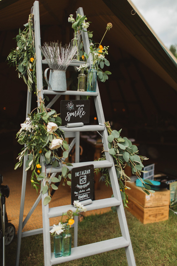 outdoor wedding ideas with ladder