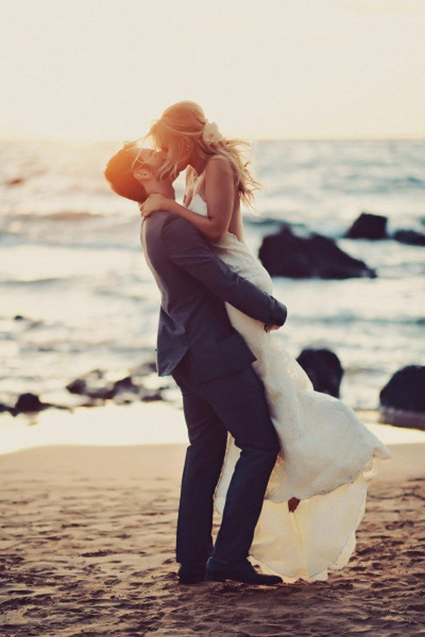 beach side bride and groom wedding photo ideas