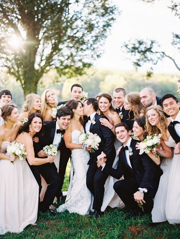 fun wedding party moment photo ideas