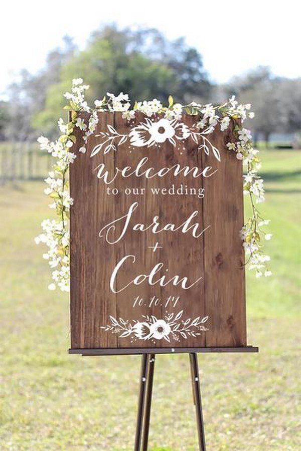 simple outdoor rustic wedding signs