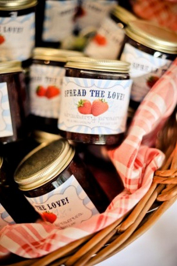 spread the love jam wedding favors with cute labels