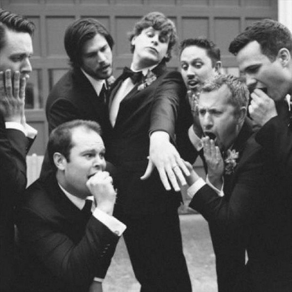 funny wedding photo ideas with groomsmen