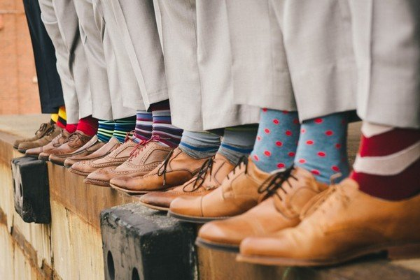 groomsmen mismatched socks wedding photo ideas