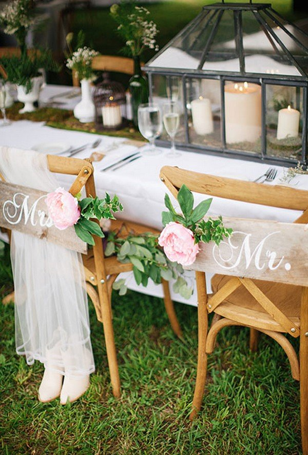 12 chic bride and groom wedding chair decoration ideas for Sillas para novios en la iglesia