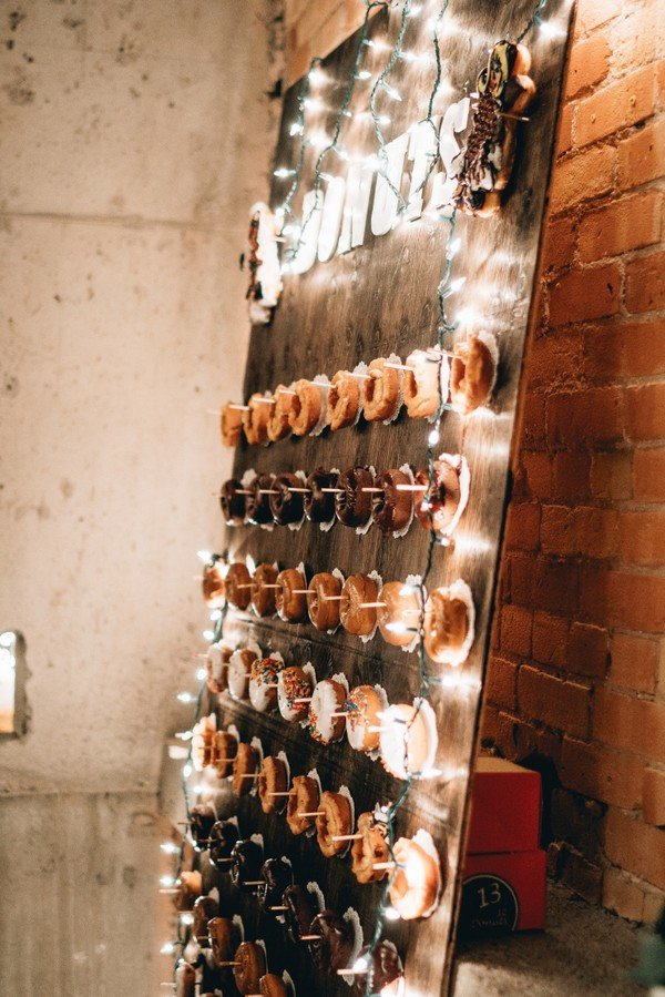 rustic donut wall wedding decoration ideas