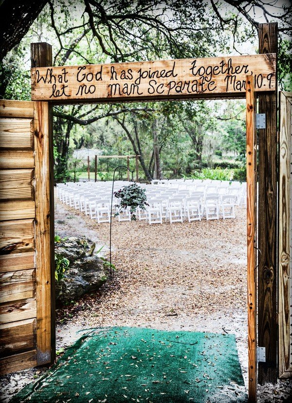 rustic wedding entrance ideas for outdoor ceremony