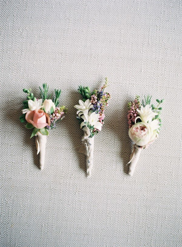 pretty groomsmen boutonniere ideas