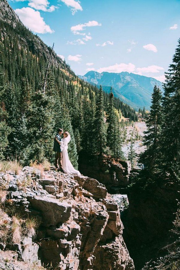 creative wedding photo ideas in the mountains