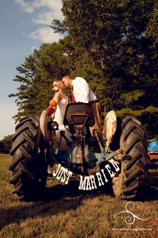 unique just married country farm wedding photo ideas