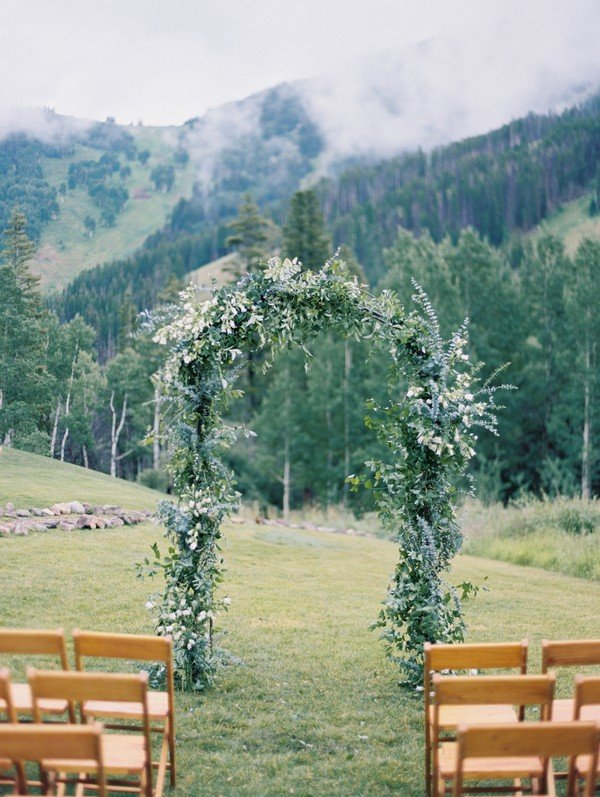 wedding arch decoration ideas for mountain weddings