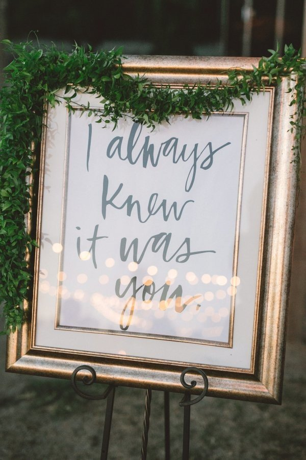 vintage greenery decorated wedding sign ideas