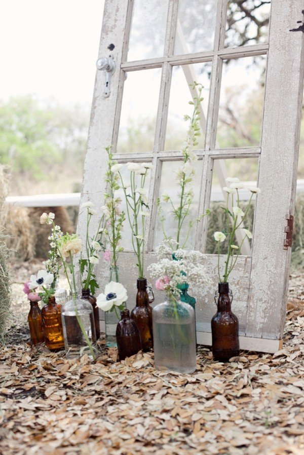 vintage wedding decoration ideas with old door