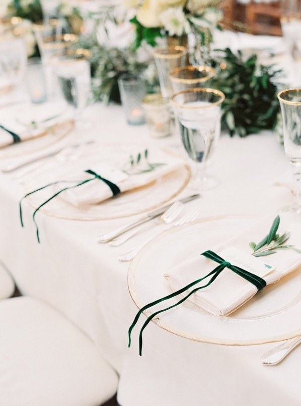 white and green wedding table setting ideas