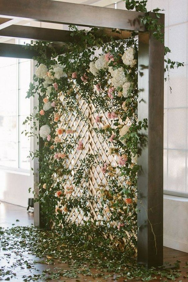 chic wedding backdrop ideas with floral