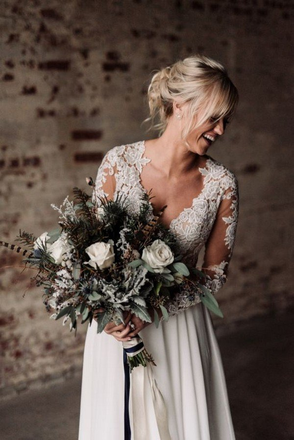 moody winter wedding bouquet ideas
