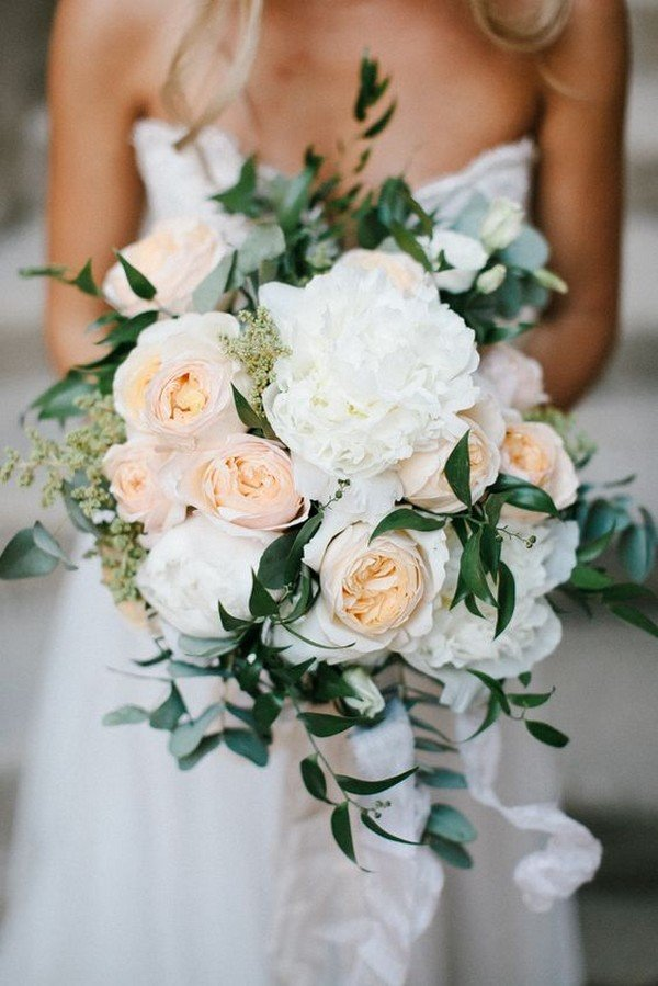 peach and white neutral wedding bouquet