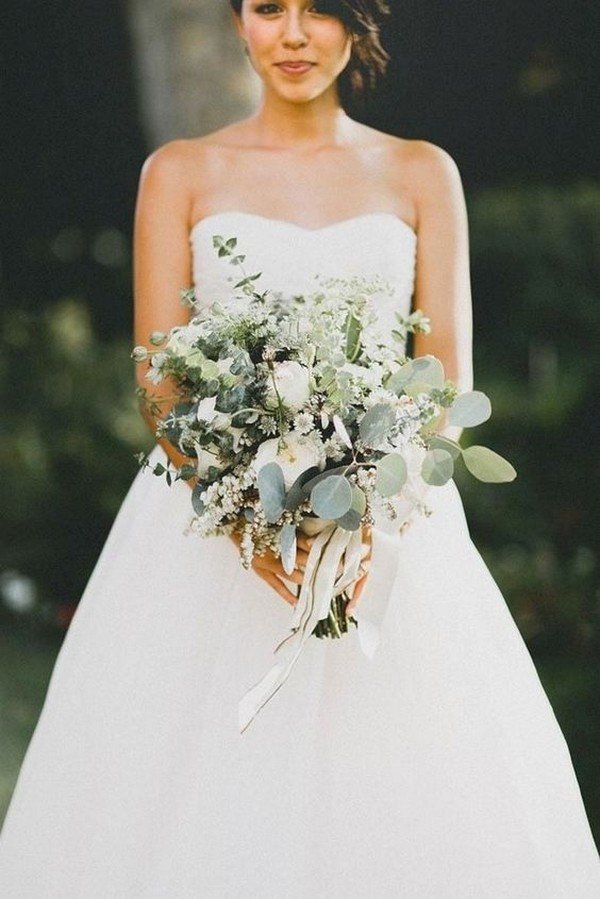 trending wedding bouquet with neutral colors