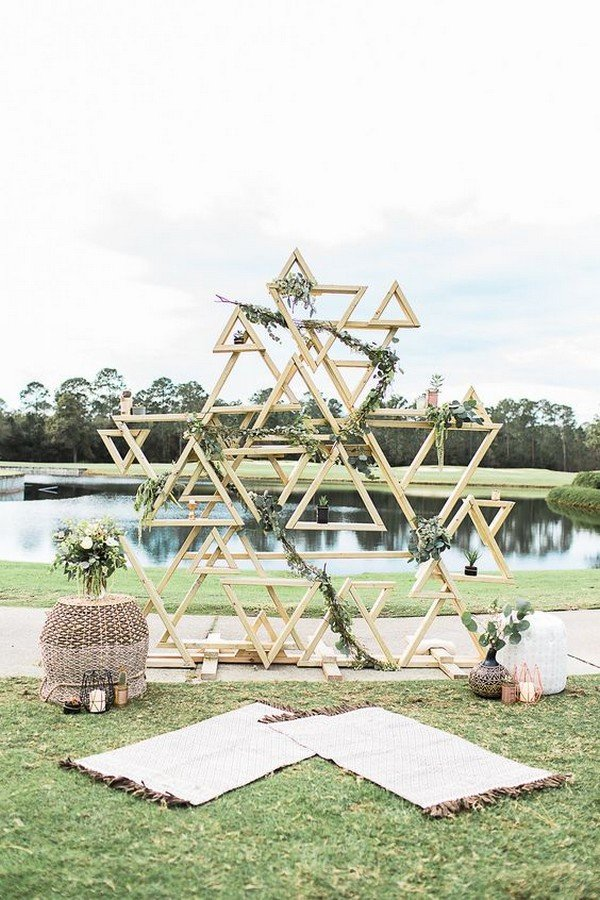outdoor geometric wedding backdrop ideas