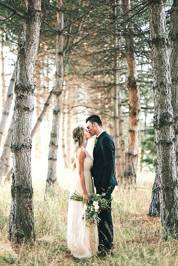boho outdoor wedding photo ideas bride and groom