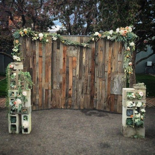 chic rustic wooden wedding photobooth backdrop ideas
