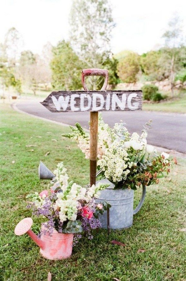outdoor wedding sign decorations