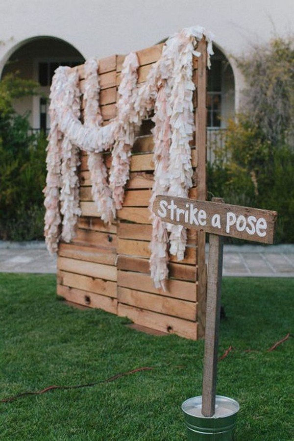wooden plates wedding photobooth backdrop