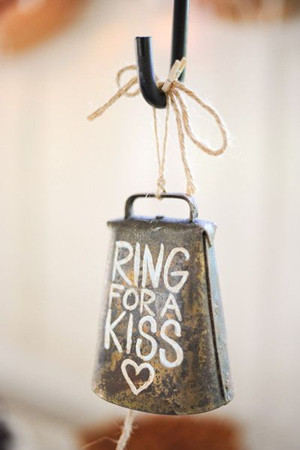 great country rustic wedding ideas ring for a kiss