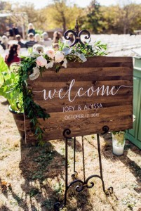 chic rustic wooden welcome sign