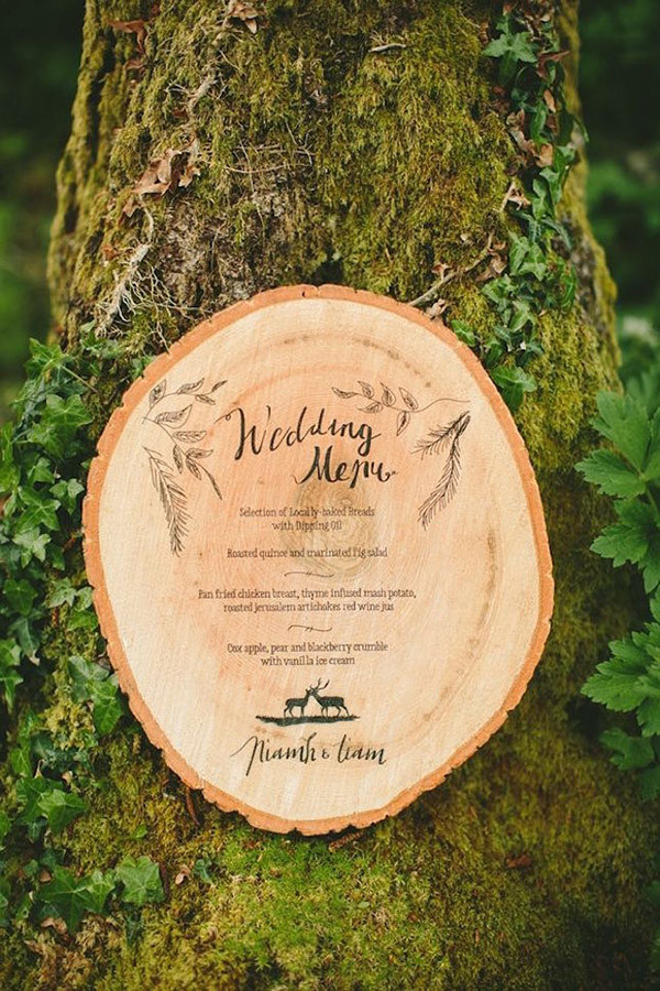 creative wedding menu ideas on tree stump