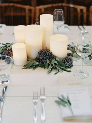 simple and elegant winter wedding centerpieces with candles