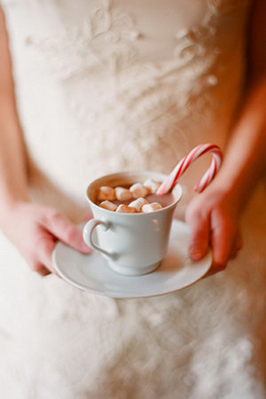 hot chocolate and candy cane for christmas wedding drink ideas