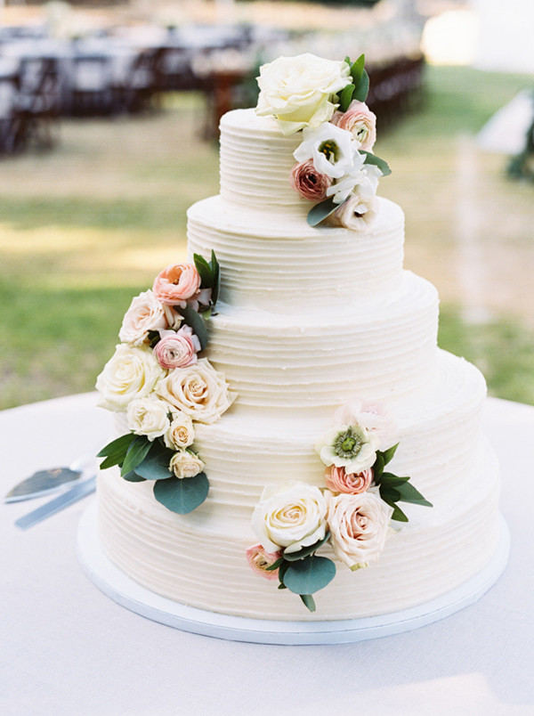 buttercream wedding cakes with flowers