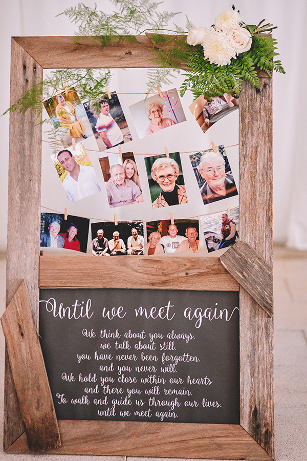 country rustic wedding photo display ideas