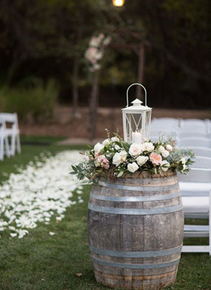 Outdoor Wedding Decoration Ideas With Wine Barrel And Lanterns Oh