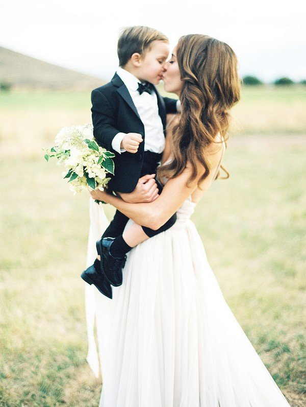 cute bride and ring bear wedding photo ideas