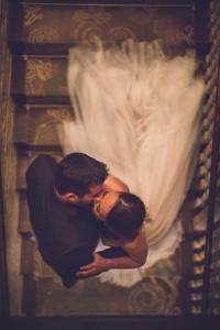 romantic bride and groom sweet kiss wedding photo ideas