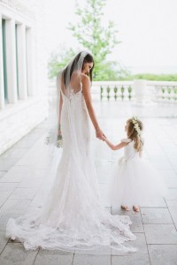sweet bride and flower girl wedding photo ideas