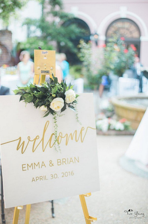 simple elegant gold wedding welcome sign ideas