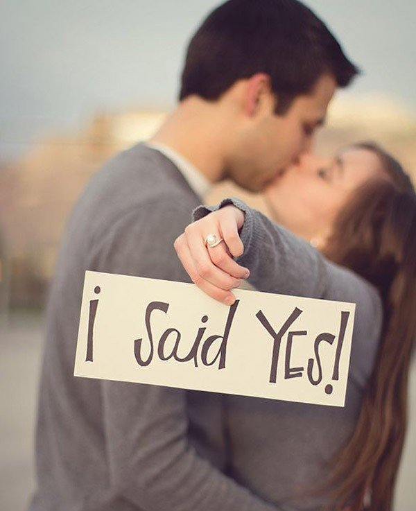 18 Best Engagement Announcement Photo Ideas