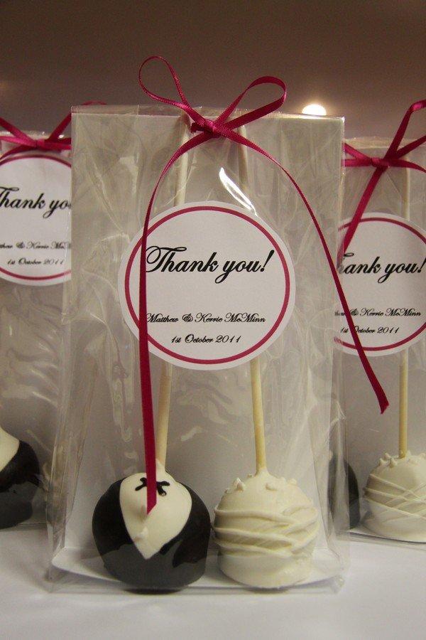 cake pops wedding favors