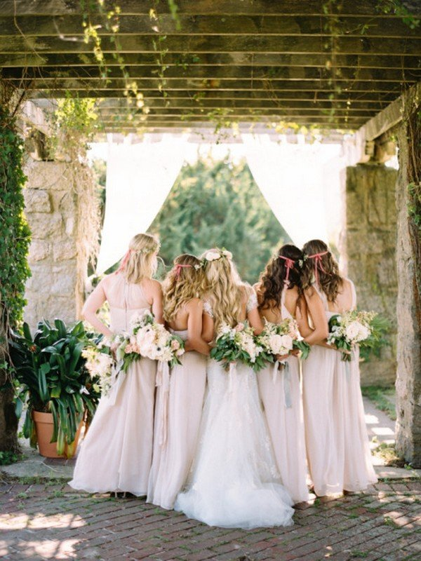 sweet bridal party back wedding photo ideas